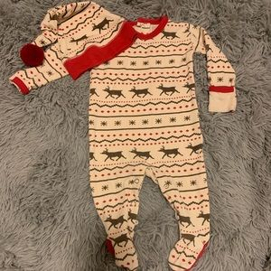 L'ovedBaby Holiday pajamas w/hat 3-6 months